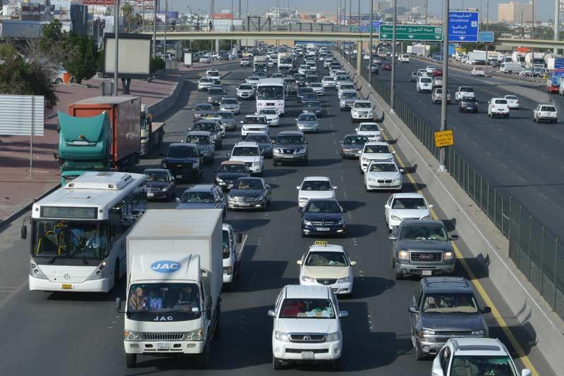 صورة 10 محظروات تُعرض سائق السيارة للمسائلة القانونية في قانون المرور الجديد