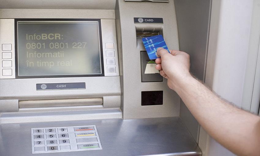 يحدث داخل ماكينة الصراف الآلي عند سحب النقود؟