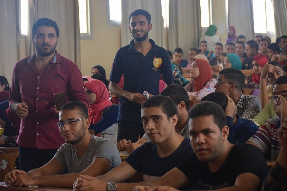 صورة أسرة«zag eng» بهندسة الزقازيق توزع إندومي مجاناً على الطلاب