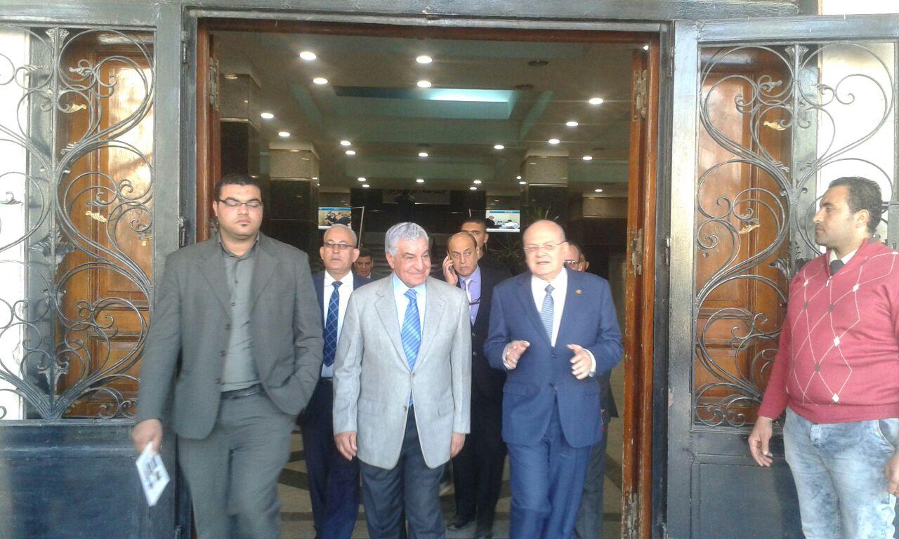 صورة الدكتور «زاهي حواس » يصل جامعة الزقازيق