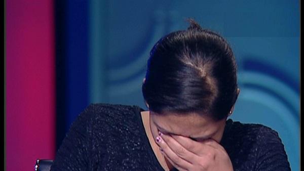 صورة ابنة شهيدة كنيسة حلوان تنهمر في البكاء على الهواء