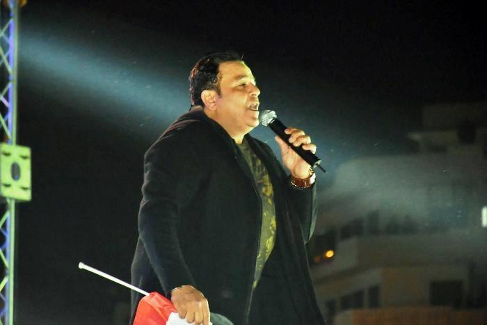 """صورة محمد فؤاد يغني """"تجرح قلبي أنا"""" بحفل تدشين حملة معك من أجل مصر بالزقازيق"""