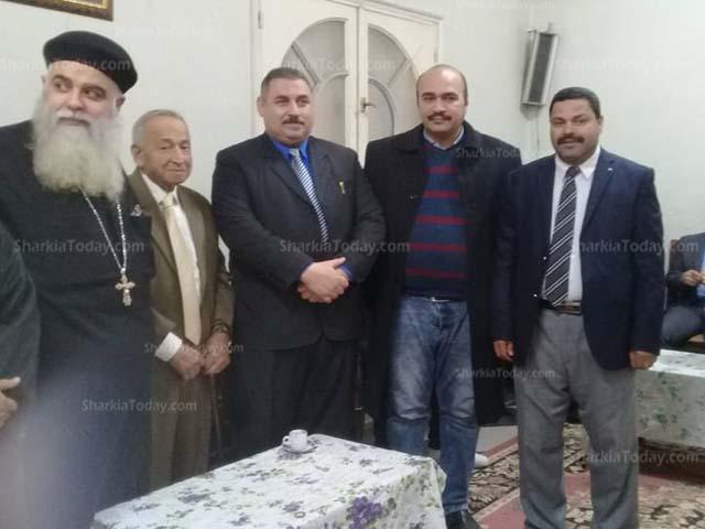 صورة القيادات التنفيذية تتوافد على كنيسة العذراء بديرب نجم لتهنئة الأقباط بالعيد