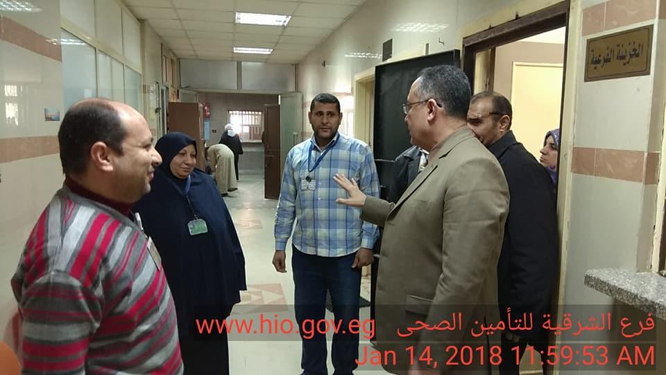 صورة مدير التأمين الصحي بالشرقية يتفقد انتظام العمل في عيادة ديرب نجم