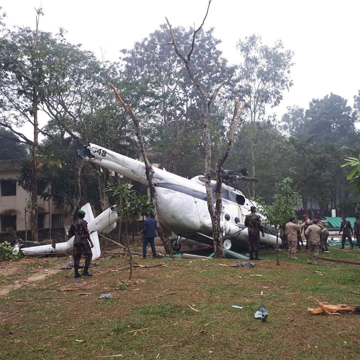 صورة سقوط طائرة رئيس أركان الجيش الكويتي في بنجلاديش