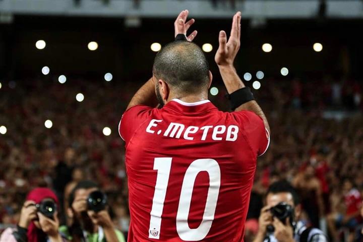 صورة رسالة مؤثرة من عميد لاعبي العالم لـ «عماد متعب»