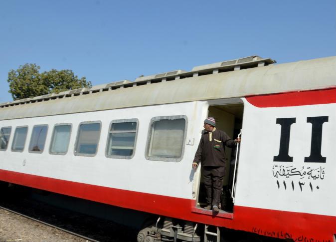 صورة ضبط سائق «توك توك» لرشقه قطار الزقازيق بالحجارة وإصابة السائق