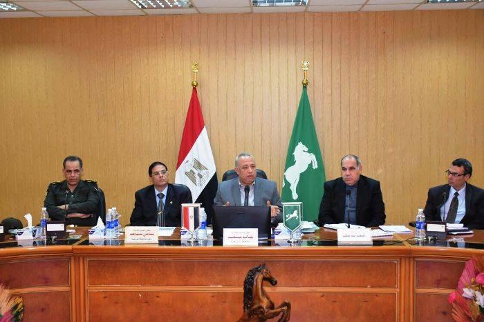 صورة محافظ الشرقية يجتمع بالعاملين برئاسة مركز الزقازيق