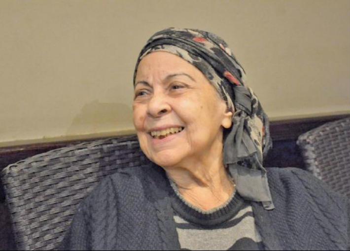 صورة آمال فريد تعود للظهور.. القصة الكاملة لمرضها ووجودها بإحدى المقاهي
