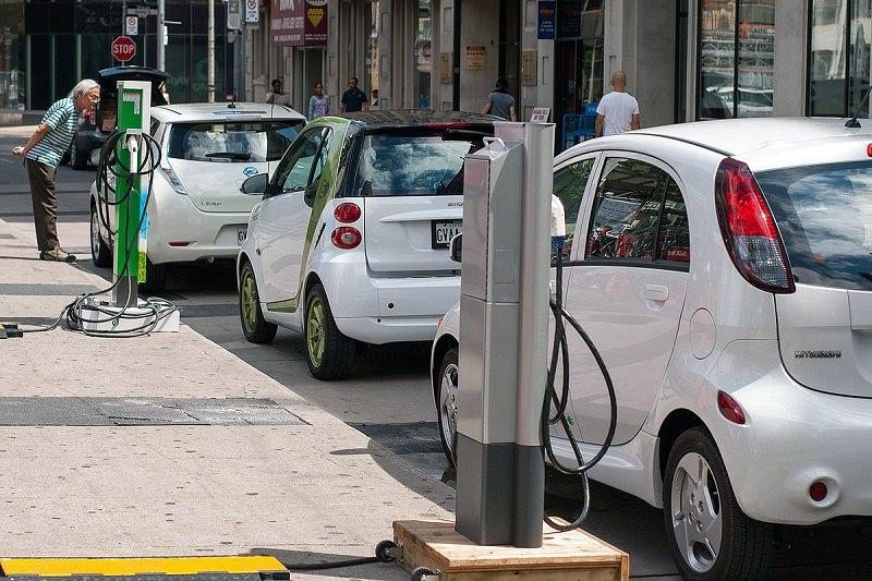 صورة الحكومة توضح حقيقة الإعفاء الجمركي للسيارات الكهربائية