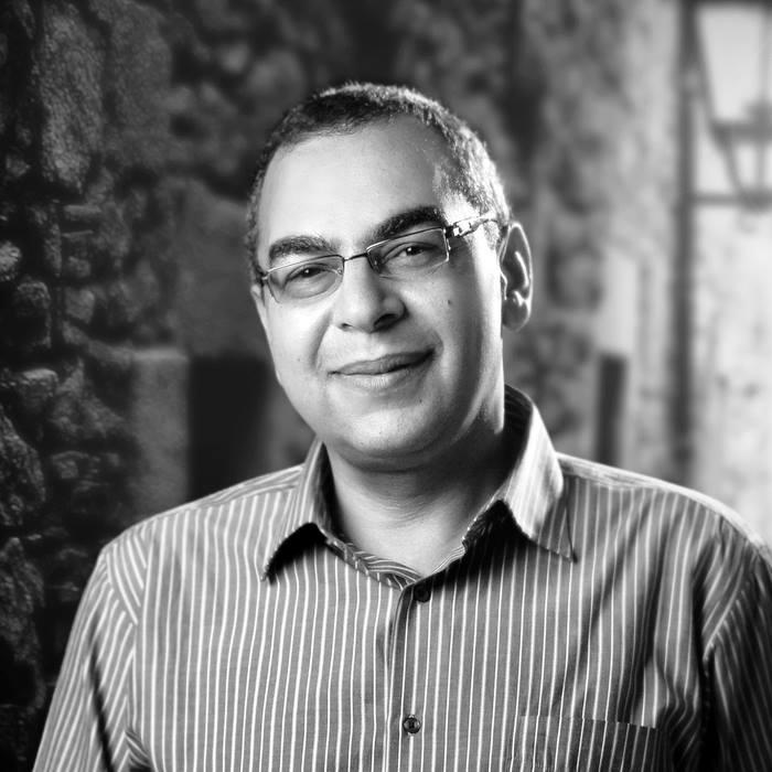 صورة أحمد خالد توفيق تنبأ بموعد وفاته