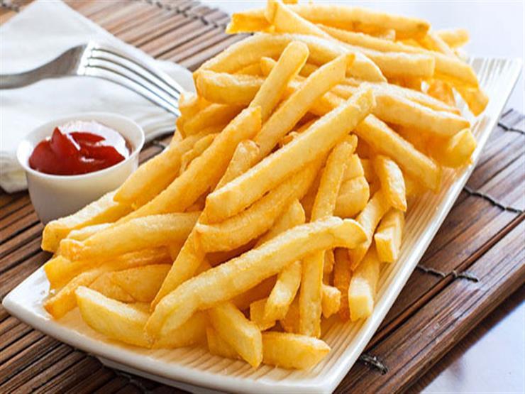 صورة تناول البطاطس المقلية صحي أكثر من السلطة