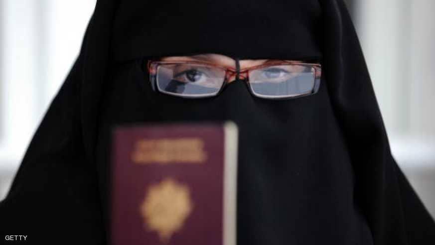 صورة حرمان مسلمة من الجنسية الفرنسية بعد رفضها مصافحة مسؤولين
