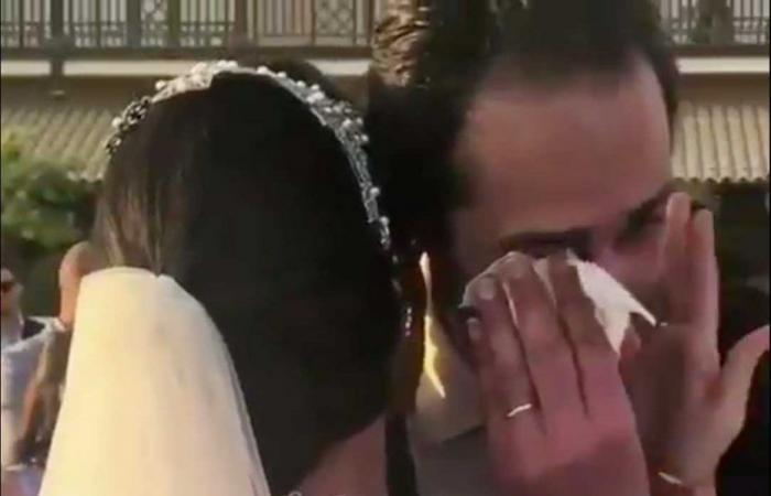 صورة مجدي الجلاد يكشف سر دموعه في زفاف ابنته
