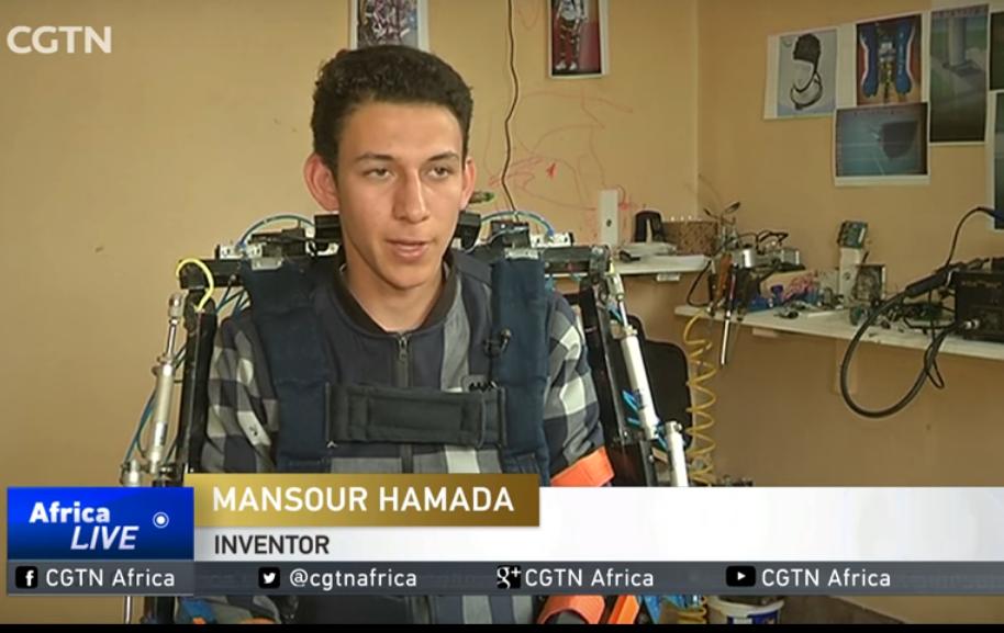 صورة مخترع شرقاوي يبتكر روبوت لمساعدة ذوي الاحتياجات الخاصة في الحركة