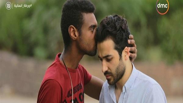 صورة طريقة إبلاغ المصريين لشاب بخبر وفاة والده في «ورطة إنسانية»