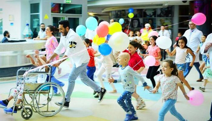 صورة تامر حسني يطرح إعلان دعائي للتبرع لمستشفى 57357