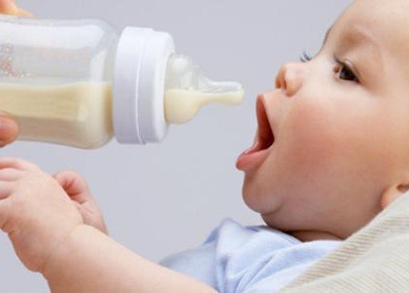 صورة تحذير الصحة بشأن تناول ألبان الأطفال