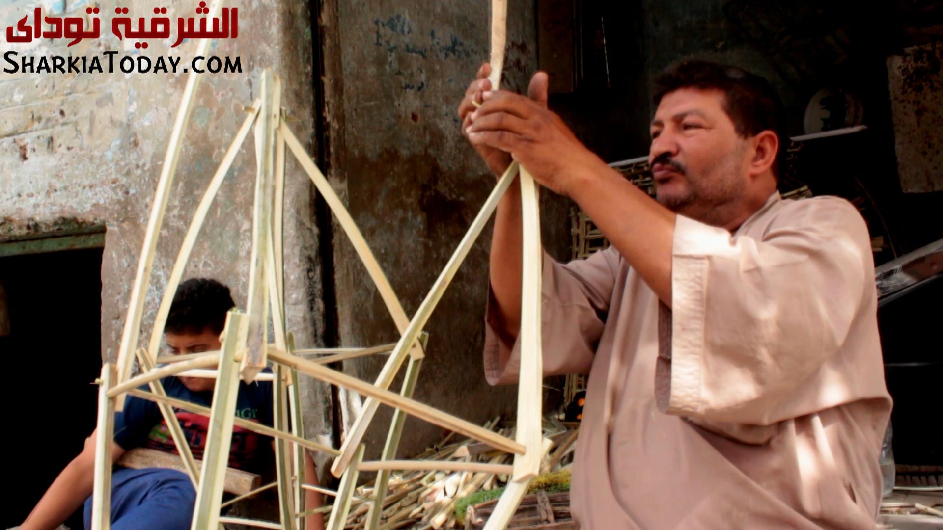 صناعة الفانوس من جريد النخيل مع عم ناصر القفاص 6