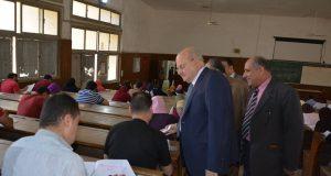 رئيس جامعة الزقازيق يتفقد لجان امتحانات