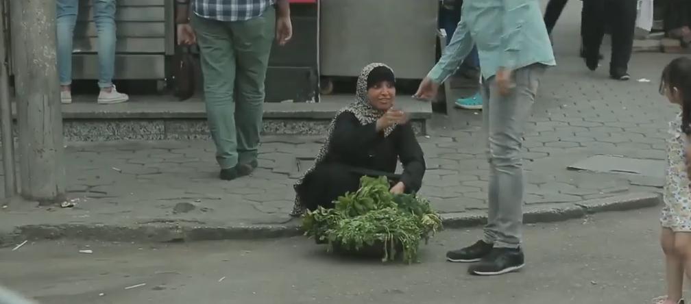 صورة روجينا بائعة خضار فى الشارع ببرنامج «عقارب الساعة»