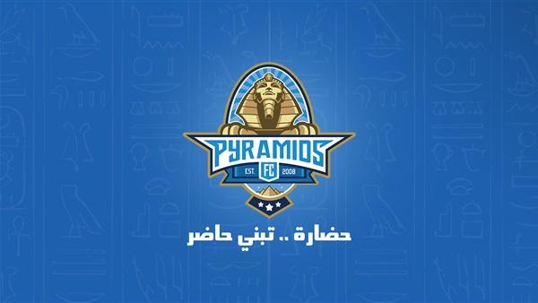 صورة برج القاهرة والأهرامات يتزينان بالأزرق احتفالاً بإنطلاق قناة بيراميدز