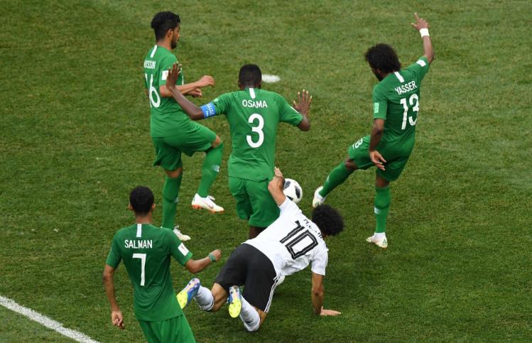 السعودية تفوز على مصر بهدفين