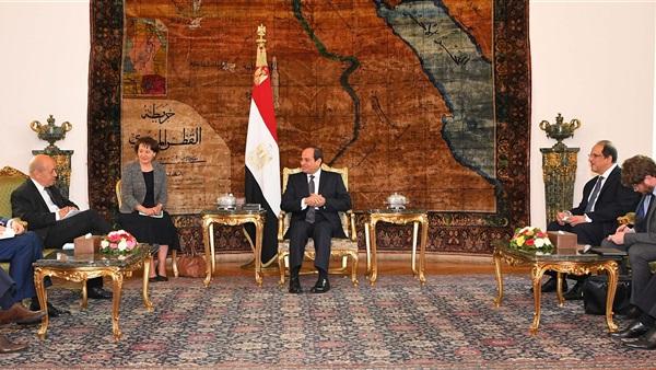 صورة الرئيس السيسي يبحث قضايا المنطقة مع وزير الخارجية الفرنسي