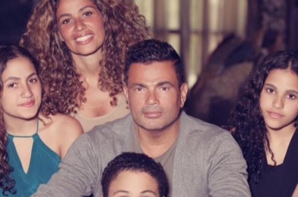 صورة رد فعل صارم لابنتي عمرو دياب مع اقتراب زفافه