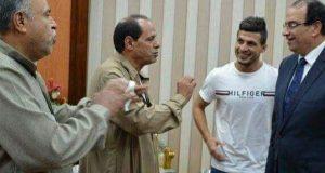 طارق حامد يتبرع بسيارة إسعاف وأرض لبناء مدرسة