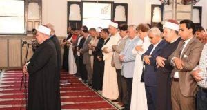 محافظ الشرقية يؤدي صلاة الجمعة بمسجد السلام في أبوحماد