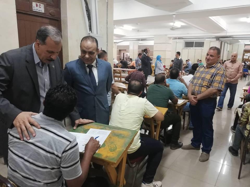 نائب رئيس جامعة الزقازيق يتفقد امتحانات