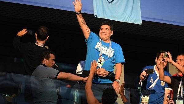 صورة الفيفا يلغي عقده مع مارادونا كسفير للمنظمة لهذا السبب