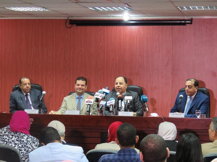 وزير المالية عن تحصيل الضرائب من الموظفين