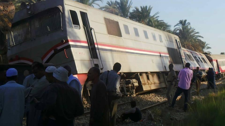 صورة إقالة رئيس هيئة السكة الحديد بعد حادث قطار أسوان