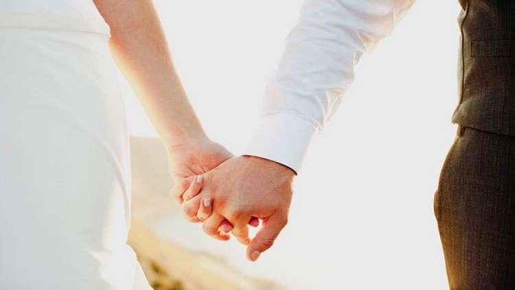 صورة أقرضت زميلها مليون و200 ألف دولار ليتزوجها.. فكانت المفاجأة