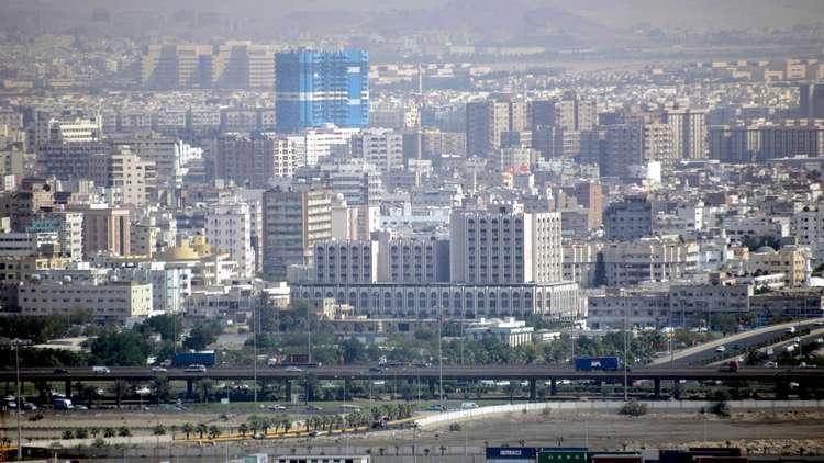 صورة السعودية تهتز على حادث أليم: سيدة تلقي ببناتها الثلاثة من الطابق السابع