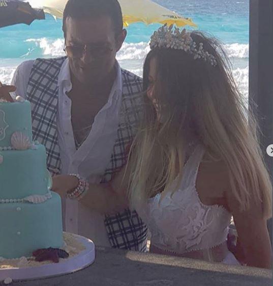 تورتة زفاف منة حسين فهمي وطارق جميل