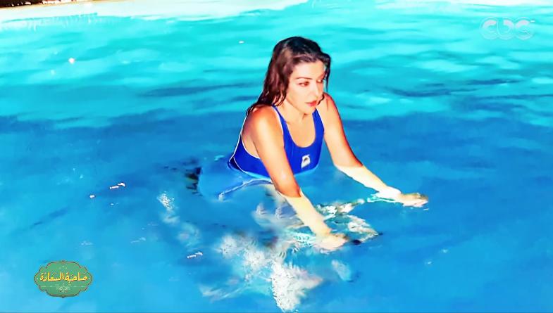 صورة سميرة سعيد: بمارس السباحة أول ما اصحى من النوم