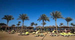 شركة سياحة بريطانية تجلي زبائنها من فندق بمصر