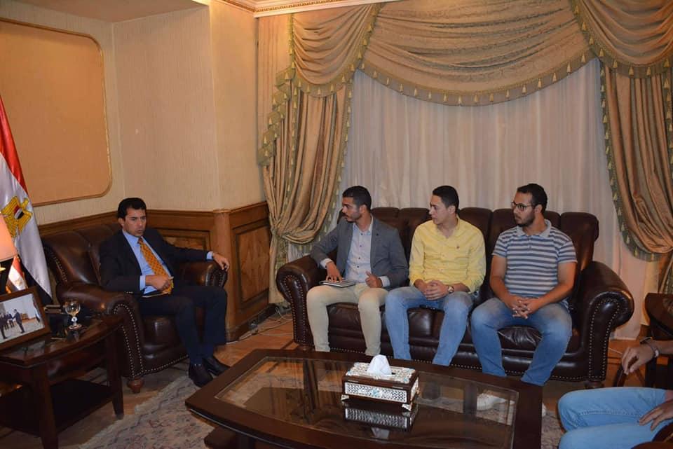 وزير الشباب يلتقي فريق بسمة للإيواء