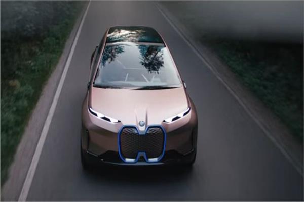 صورة «بي إم دبليو» تستعرض سيارة المستقبل