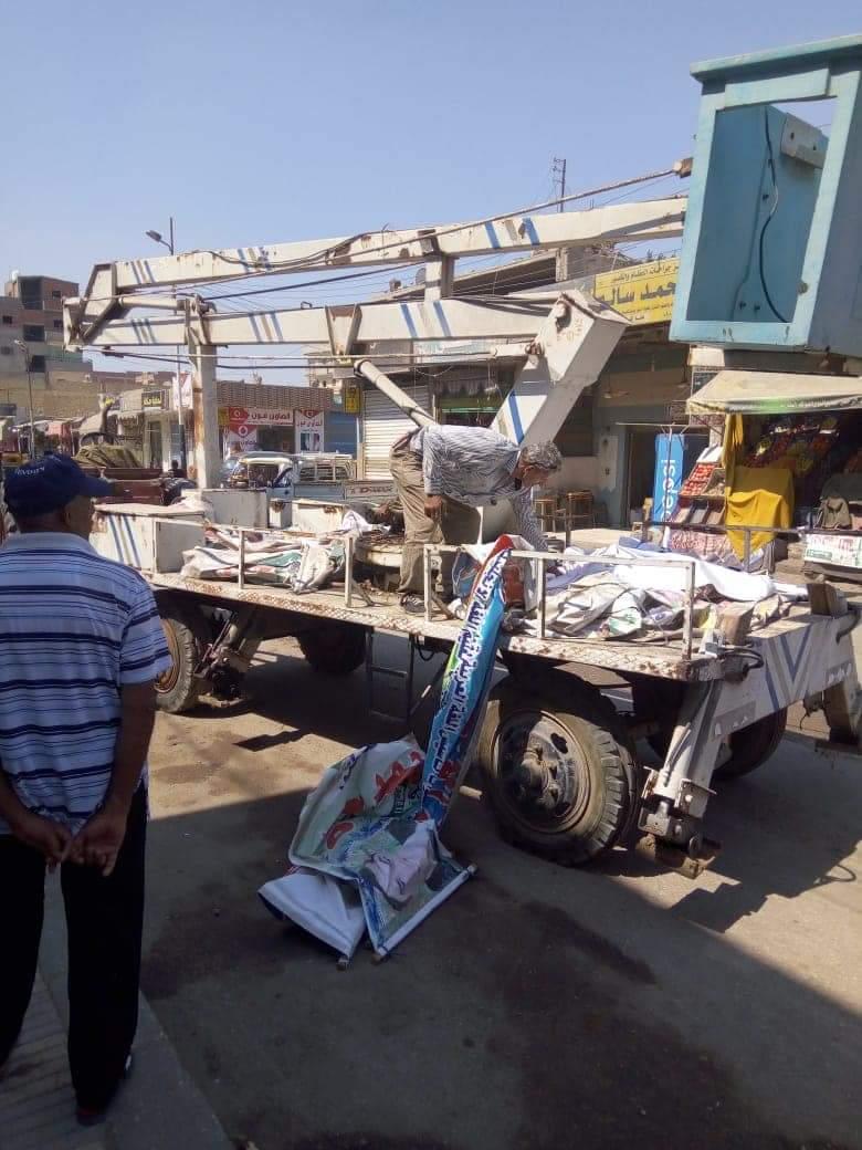صورة حملة مكبرة لإزالة التعديات والإشغالات بشوارع الصالحية بفاقوس