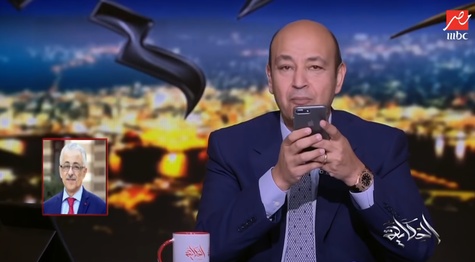 صورة عمرو أديب يحذر وزير التربية والتعليم على الهواء