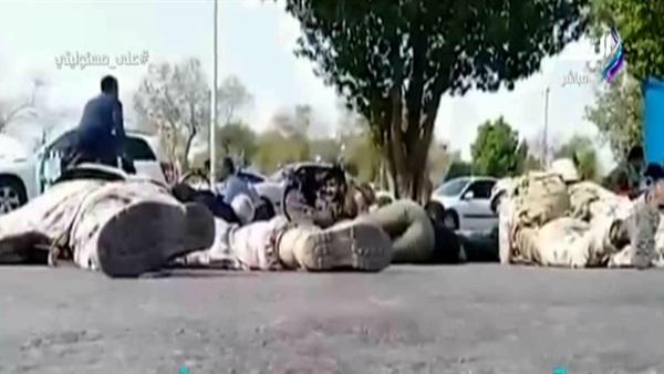 صورة لحظة الهجوم على العرض العسكري الإيراني وهروب الحرس الثوري