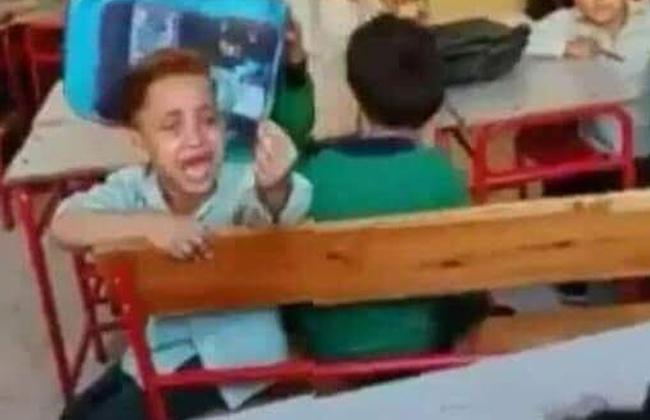 صورة هكذا عاقبت وزارة التربية والتعليم طاقم عمل مدرسة الطفل الباكي