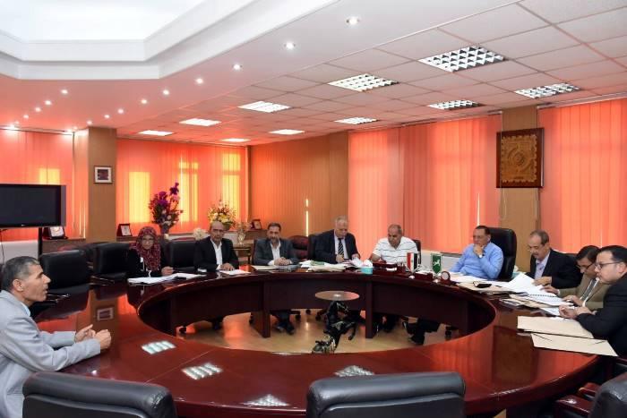 صورة محافظ الشرقيةيترأس لجنة اختيار مدير الشئون المالية والإدارية لمديرية الزراعة