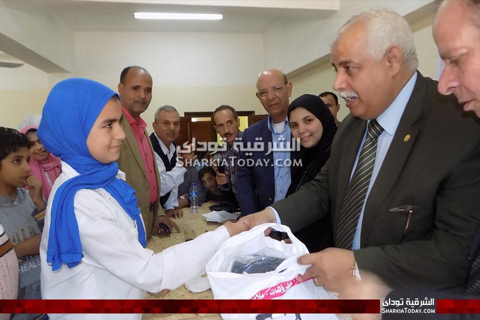 حفل خيري وتوزيع ملابس على أيتام مدرسة الخرافي بمنيا القمح