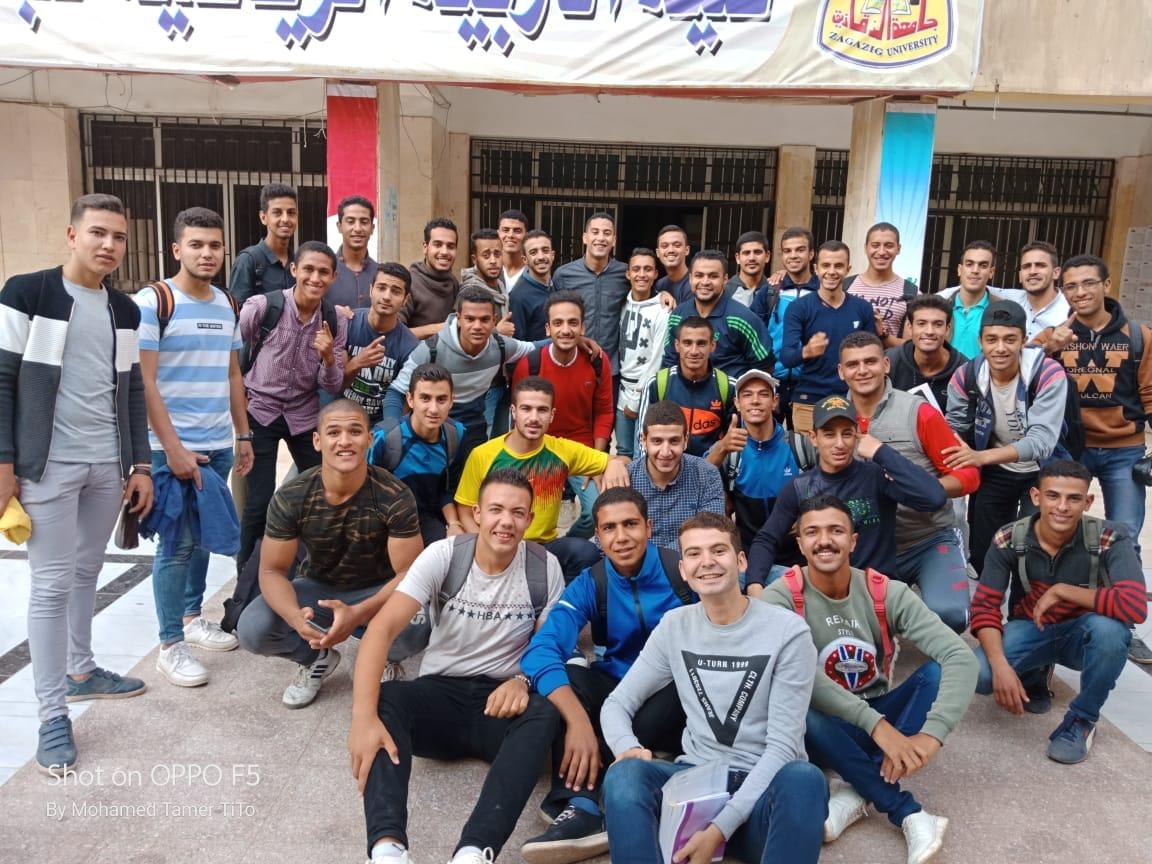 طلاب كلية التربية الرياضية