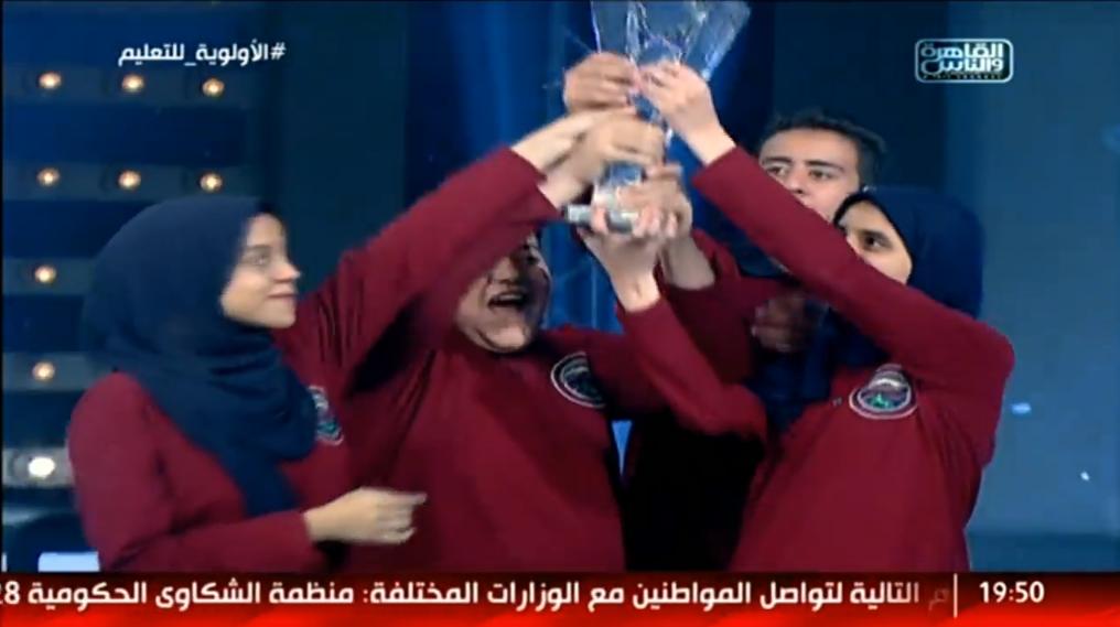 صورة مدرسة عمر الفاروق بالزقازيق تفوز بكأس العباقرة للموسم الخامس